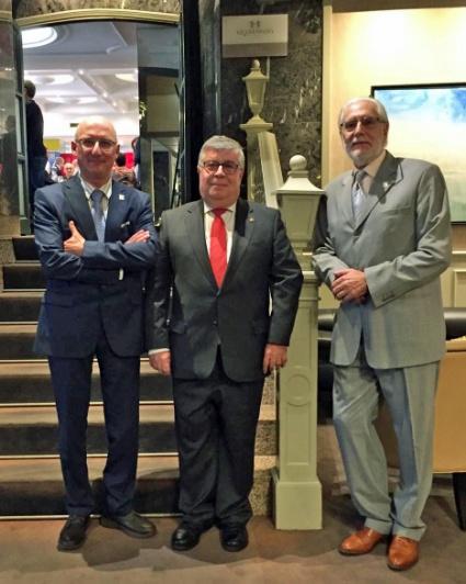Orlando Pérez Torres y Andrés García Pascual, en el centro Ángel Iglesias Vidal, Presidente de la Federación Asturiana.