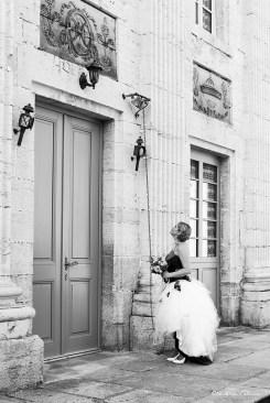 La mariée devant le château