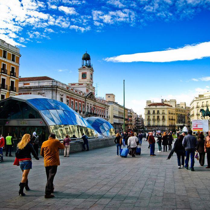 Madrid palaces and napolitanas postcards passports for Puerta del sol santiago
