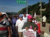 """""""Que no nos pisoteen, que no somos gusanos, somos seres humanos y estamos en pie de lucha"""",  madres de Ayotzinapa, en Palenque Chiapas."""