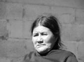 Chiapas: Indígenas visitan la tumba de la niña Antonia López, víctima de desplazamiento forzado.