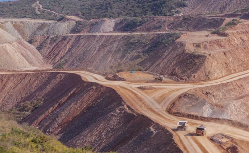 Vergonzoso eslogan de: Minería, Desarrollo y Responsabilidad Social, en reunión de Peña Nieto con empresarios.