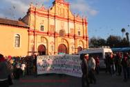 Chiapas: Indígenas tsotsiles alertan sobre posible desalojo violento de plantón, frente a la catedral de San Cristobal.