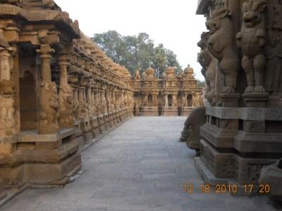 Kanchi_Kailasanathar_Temple left side path