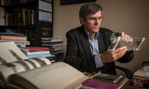 Professor Hans Schummer of the University of Tel Aviv