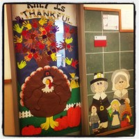 Thanksgiving day door decoration idea