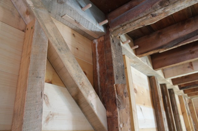 Slope-shouldered and under-squinted bolster.  Note free tenon in second story girt, above.