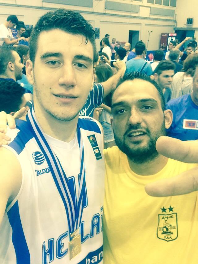 aris_flionis_selfie_ethniki