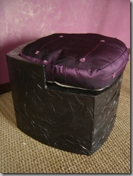 fabriquer un pouf en carton facilement. Black Bedroom Furniture Sets. Home Design Ideas
