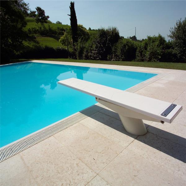 Syst me de s curit et le plangeoir de piscine publique for Piscine publique