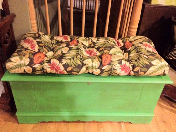 PAWS- Lane hope chest Antibes green & tropical cushion