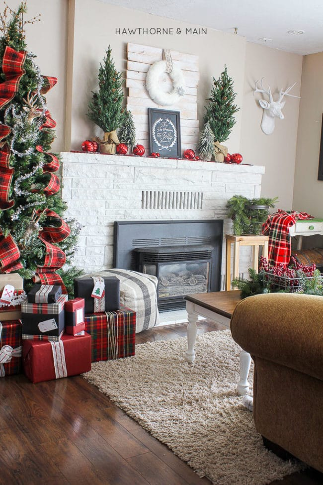 15 Totally Pin-Worthy Holiday Fireplace Mantel Ideas - Pretty My Party - christmas fireplace decor