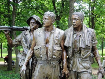 vietnam-soldiers-1425132-640x480