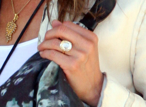 Jennifer Aniston39s Engagement Ring From Justin Theroux