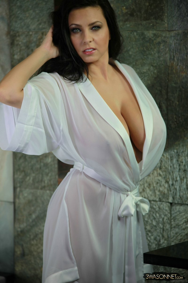 curvy mature robe
