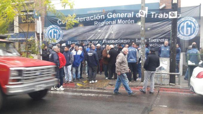 Ahora trabajadores bloquean el ingreso a gas natural for Gas natural fenosa oficina online
