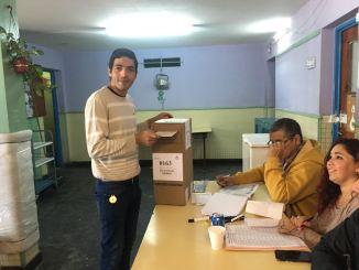 Votó Carlos Acuña