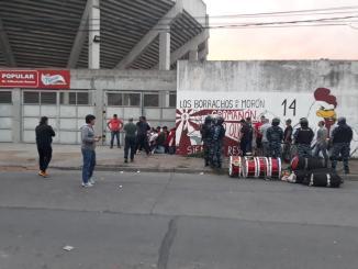 Los hinchas y socios que fueron aprehendidos el viernes tras el partido contra Agropecuario en el Urbano