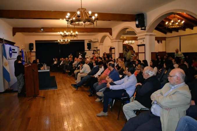 La charla estuvo abierta a la comunidad educativa y al público en general