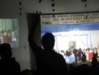 Marcha peronista en escuela de Moreno