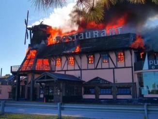 En llamas: así se iniciaba el incendio que destruyó el restaurante Punta Libre