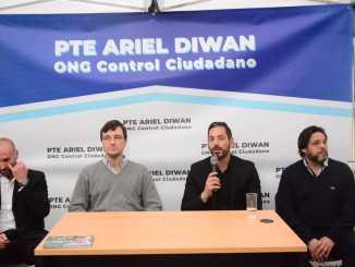 El director del Observatorio, Damián Cardoso; el precandidato a intendente de Morón, Lucas Ghi; Ariel Diwan, presidente de la ONG presentando la iniciativa y Diego Spina, precandidato a concejal