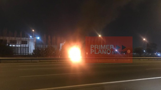 Incendio de coche en autopista