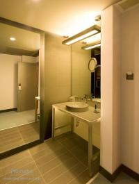 Modern finishes in bathroom design: Walls, counters and ...