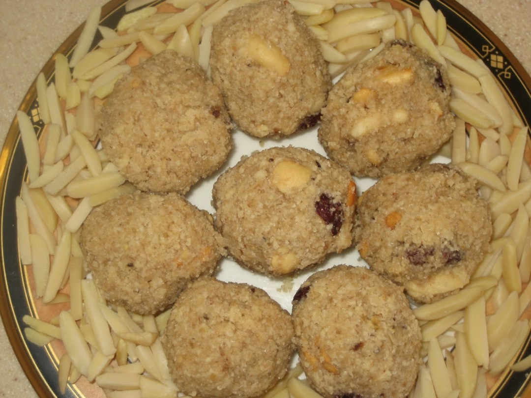 Almond Oats Ladoos