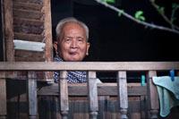 Nuon Chea en su casa, en la frontera entre Camboya y Tailandia en 2005. Foto: AP