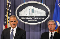 El procurador General de Justicia de Estados Unidos, Eric Holder y Robert Mueller, director del FBI. El anuncio del complot. Foto: AP