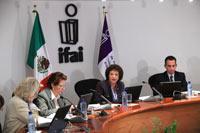 Sesión en el IFAI. Foto: Eduardo Miranda