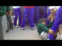 Imagen de una pelea entre estudiantes de secundaria. Foto: Youtube.com