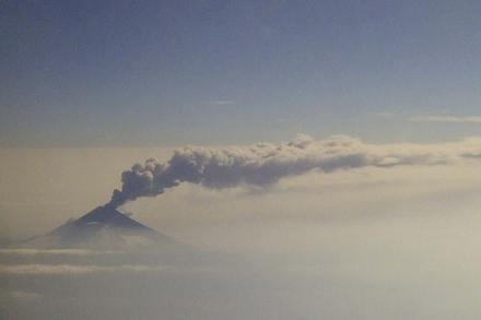 Continúan las exhalaciones del volcán Popocatépetl. Foto: Eduardo Miranda