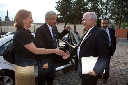Andrés Manuel López Obrador a su llegada a la CEM. Foto: Eduardo Miranda