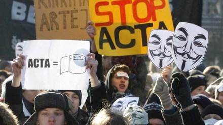Una protesta contra el ACTA en Lituania. Foto: AP