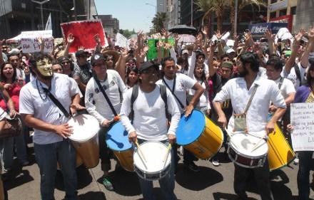 Integrantes de #YoSoy132 en marcha hacia el Zócalo. Foto: Benjamín Flores.