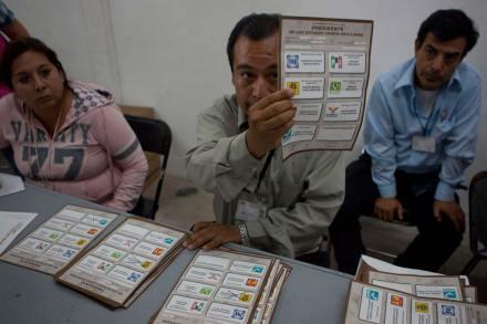 Conteo voto por voto en Querétaro. Foto: Demián Chávez