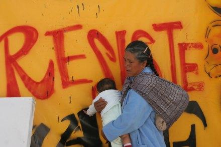 Una mujer indígena en la ciudad de México. Foto: Hugo Cruz