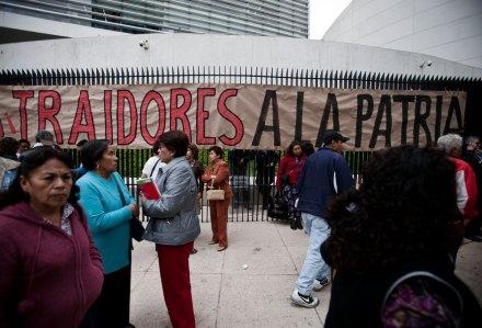 Sindicalistas protestan contra la Reforma Laboral en el Senado. Foto: Xinhua / Rodrigo Oropeza