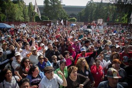 Sindicalistas protestan por la aprobación de la Reforma Laboral. Foto: Xinhua / Pedro Mera