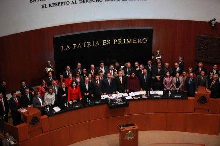 Los priistas en la tribuna del Senado. Foto: Especial