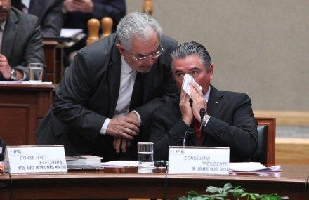 El consejero del IFE, Sergio García Ramírez; y el consejero presidente, Leonardo Valdés. Foto: Benjamin Flores