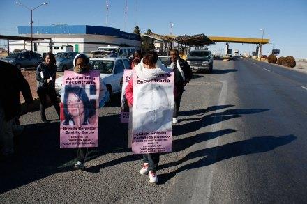 Familiares de mujeres desaparecidas piden al gobierno continuar investigaciones en Juárez. Foto: Ricardo Ruíz