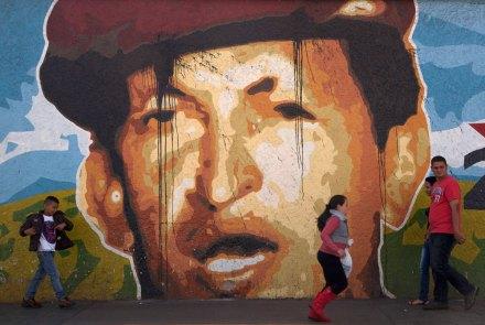 Una pinta de apoyo a Chávez en Venezuela. Foto: AP / Ariana Cubillos