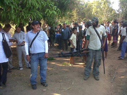 Armas aseguradas por los comuneros. Foto: Ezequiel Flores.