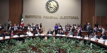 Sesión del IFE en la que se discutió el dictamen. Foto: Benjamín Flores/Proceso.