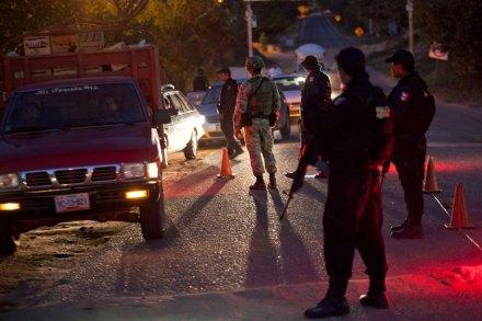 Un retén militar en Guerrero. Foto: Miguel Dimayuga