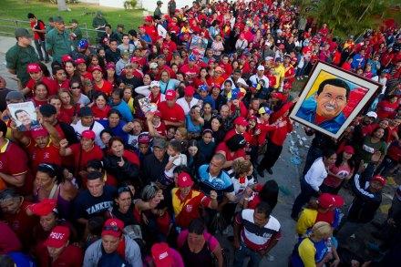Largas filas para ver el féretro de Chávez en Venezuela. Foto: Xinhua