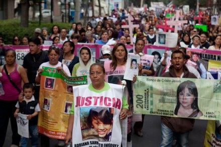 Protesta en el DF por las mujeres desaparecidas. Foto: Eduardo Miranda.